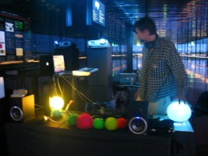 """snapshot from demonstration of the """"emo battery"""" at the voltfestival 100605"""